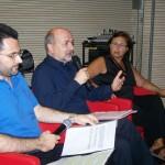02-I-giornalisti-Antonio-Falcone-e-Rossella-Scherl-con-Sottocornola-al-centro-(libreria-Mondadori)